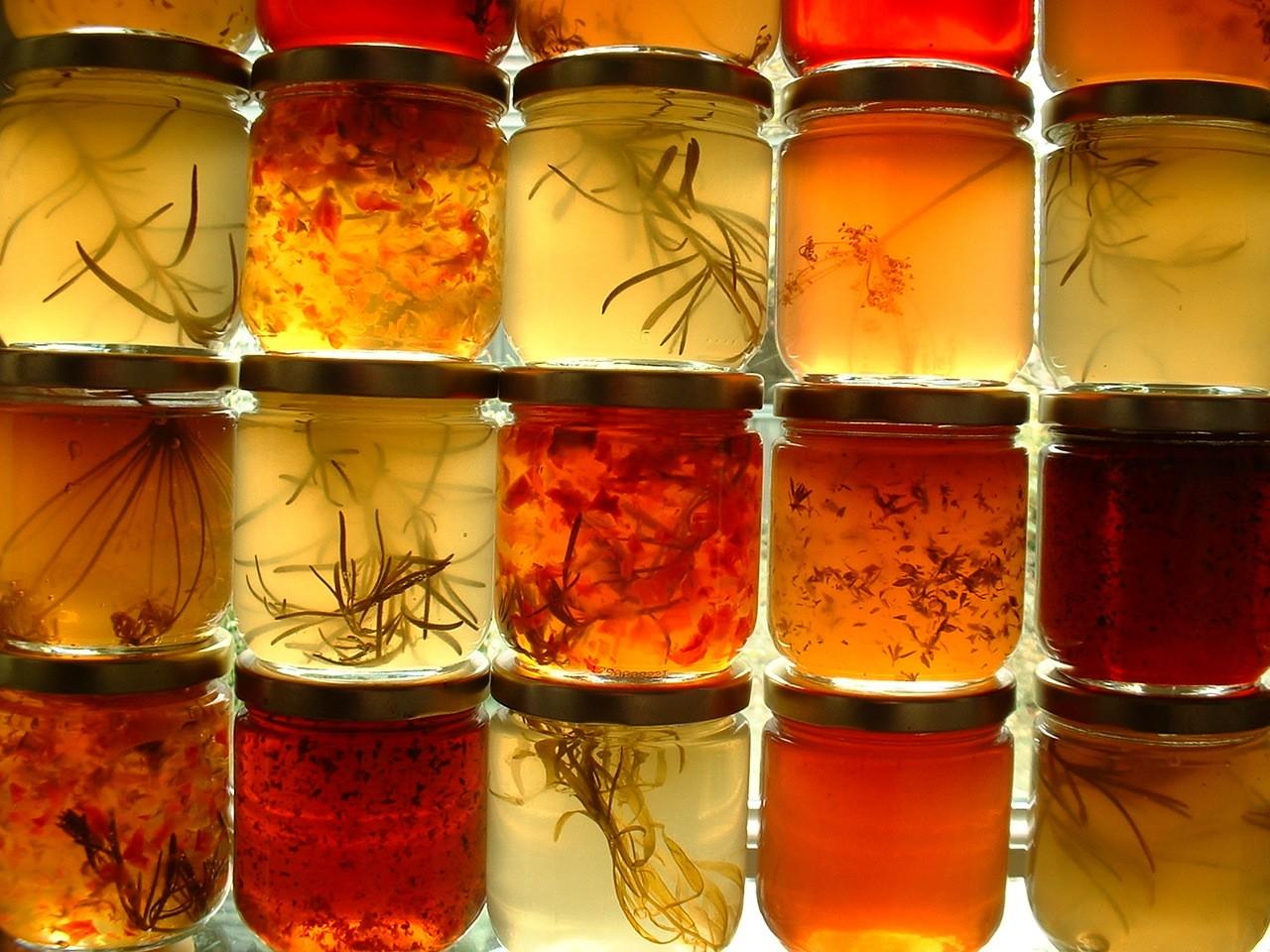 Etykiety na słoiki i miód – projektowanie etykiet, które sprzedają